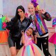 JoJo Siwa devient la babysitter de la fille de Kim Kardashian, North West.