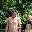Exclusif - Michelle Williams et son mari Phil Elverum, mariés en secret, se baladent en amoureux dans la campagne New Yorkaise le 22 septembre 2018. 2