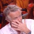 """Franck Dubosc craque chez """"On se retrouve chez Sabatier"""" (C8) en parlant de sa mère, le 6 avril 2019."""