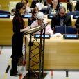 Amal Alamuddin Clonney, enceinte, demande au gouvernement Irakien et aux pays de l'ONU de sévir contre Daesh lors d'un discours à l'ONU à New York le 9 mars 2017.