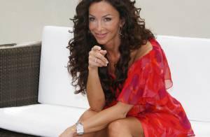 Sofia Milos : juste divine à Monaco...  mais Oups ! Attention aux coups de vent !