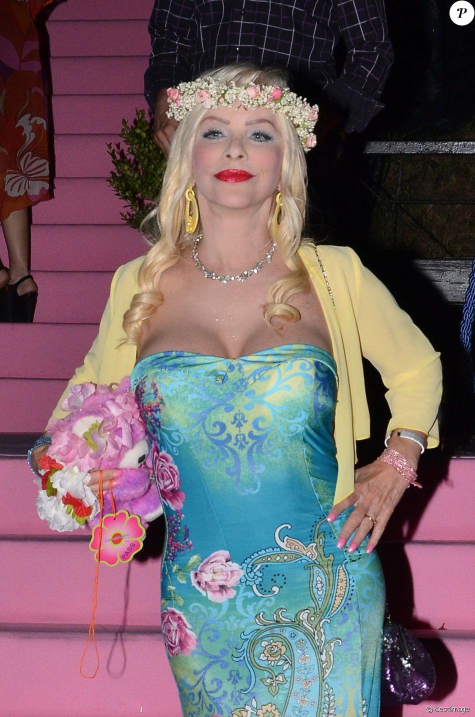 La Cicciolina (Ilona Staller) participe à la Flower Power Party organisée à Rome, le 15 juillet 2014.