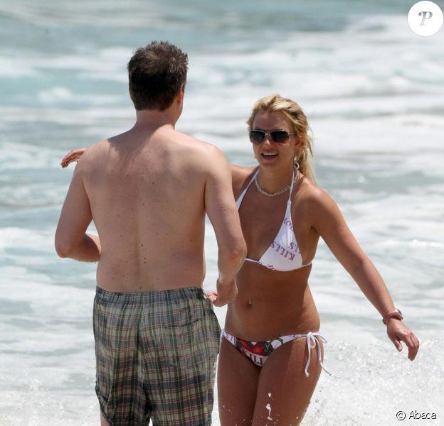 Britney Spears et son amoureux déjà très complices en mai 2008 au Costa Rica