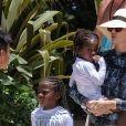 Exclusif - Charlize Theron et sa famille continuent leurs vacances à l'Atlantis Resort à Paradise Island, aux Bahamas. Charlize, sa mère Gerda et ses deux enfants, Jackson et August, ont fait une promenade sur la pittoresque Lazy River avant de plonger dans les eaux tropicales le 18 août 2018.
