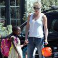 Exclusif - Charlize Theron part se promener avec ses enfants Jackson et August à Los Angeles. Le 28 mars 2017