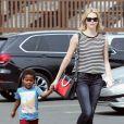 Exclusif - Charlize Theron et son enfant Jackson vont déjeuner au restaurant japonais à Los Angeles, le 16 mars 2015
