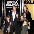 Sylvester Stallone, Monsieur Gros Muscles, est papa de 5 enfants : deux garçons et surtout trois filles, dont il s'occupe beaucoup. Pour les petites, leur papa est un véritable héros.