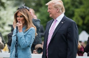 Melania Trump chic et souriante pour Pâques à la Maison Blanche
