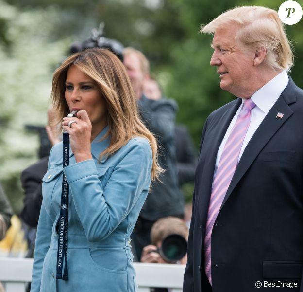 Le président des Etats-Unis Donald Trump et sa femme la Première Dame Melania Trump accueillent des enfants pour participer à une chasse aux oeufs pour célébrer Pâques dans les jardins de la Maison-Blanche à Washington, The District, Etats-Unis, le 22 avril 2019.