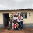 Sophie Perry inaugure une école maternelle au nom de son père, le défunt Luke Perry, dans une commune du Malawi. Avril 2019.