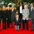 Peter Mayhew aux côtés d'Ewan McGregor, Anthony Daniels, Ian MacDiarmid, Hayden Christensen et Christopher Lee notamment, à Londres, le 17 mai 2005.