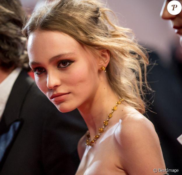 """Lily-Rose Depp - Montée des marches du film """"I, Daniel Blake"""" lors du 69ème Festival International du Film de Cannes. Le 13 mai 2016. © Jacovides-Borde-Moreau/Bestimage"""