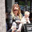 Hilary Duff est allée déjeuner chez Joan's On Third avec sa fille Banks à Studio City, le 4 mai 2019