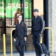 Anthony Martial et Mélanie Da Cruz à l'aéroport de Manchester après un voyage à Dubaï le 25 mars 2019.