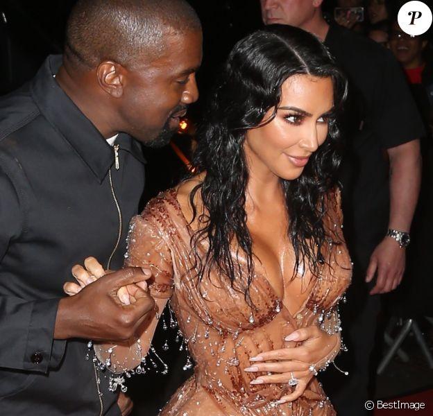 """Kim Kardashian et son mari Kanye West rentrent à l'hôtel """"The Mark"""" après la 71ème édition du MET Gala (Met Ball, Costume Institute Benefit) à New York, le 6 mai 2019"""