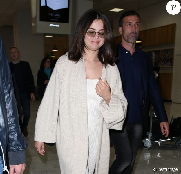 Selena Gomez arrive à l'aéroport de Nice lors du 72ème Festival International du Film de Cannes. Le 13 mai 2019.