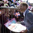 Le prince Harry, duc de Sussex, rencontre les membres du public lors de sa visite au Barton Neighbourhood Centre à Oxford, en Angleterre, le 14 mai 2019.