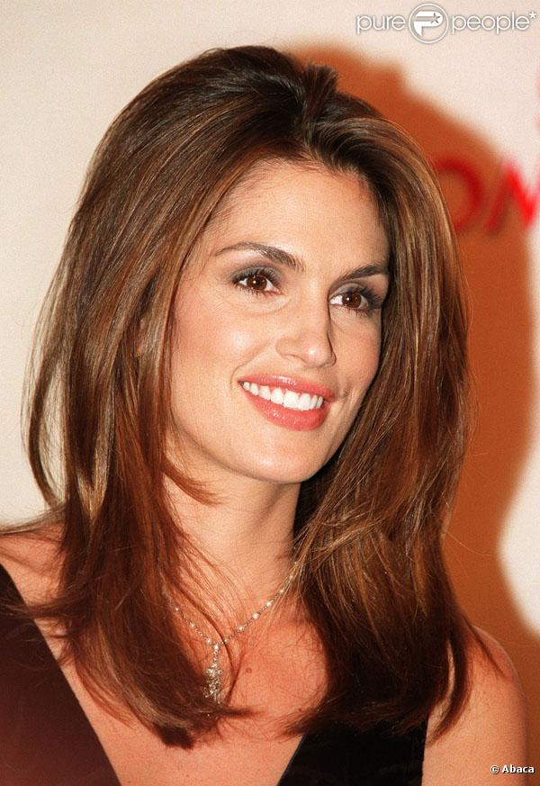 http://static1.purepeople.com/articles/7/33/60/7/@/232573-le-mannequin-star-cindy-crawford-etait-637x0-4.jpg
