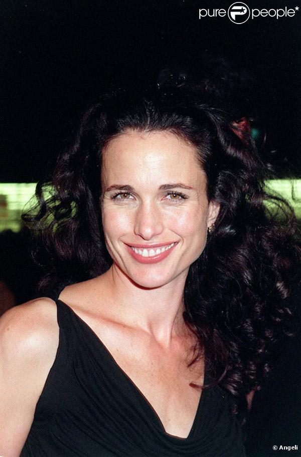 Andie MacDowell était l'une des premières ambassadrices L'Oréal en 1985. Fidèle à la marque, elle fait toujours partie de ses égéries.