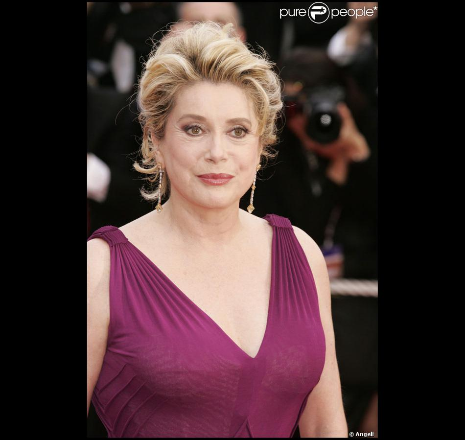 l 39 actrice fran aise catherine deneuve tait ambassadrice de l 39 or al en 2004. Black Bedroom Furniture Sets. Home Design Ideas