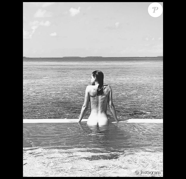 """Barbara Opsomer, révélée dans """"Secret Story 11"""", se dévoile entièrement nue aux Maldives en mai 2019."""