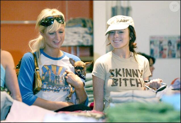 Paris Hilton et Lindsay Lohan font les boutiques, le 10 décembre 2004 à Los Angeles.