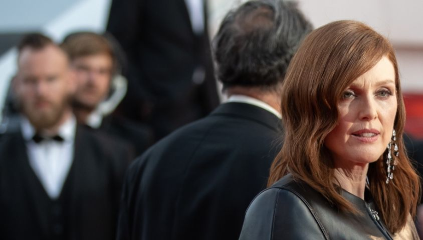 """Julianne Moore - Montée des marches du film """"Les Misérables"""" lors du 72ème Festival International du Film de Cannes. Le 15 mai 2019 © Borde / Bestimage"""