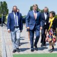 Le roi Willem-Alexander des Pays-Bas lors de l'ouverture du parc éolien Krammer à Bruinisse. Le parc éolien de Krammer comprend 34 éoliennes et fournit environ 102 mégawatts d'énergie verte à plus de 100.000 foyers. Bruinisse, le 15 mai 2019.  King Willem-Alexander with Teus Baars of Zeeuwind Monique Sweep of Deltawind during the opening of Windpark Krammer, Wind Farm, in Bruinisse. Windpark Krammer has 34 wind turbines and provide approximately 102 megawatts of green energy for more than 100,000 households. May 15th, 2019.15/05/2019 - Bruinisse
