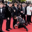 """Kit Connor, David Furnish, Elton John (Lunettes Gucci), Taron Egerton, Dexter Fletcher, Richard Madden - Montée des marches du film """"Rocketman"""" lors du 72ème Festival International du Film de Cannes. Le 16 mai 2019 © Jacovides-Moreau / Bestimage"""