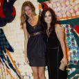 """Gisele Bündchen et Alice Braga, lors de l'avant-première du documentaire """"Top Models"""", de Richard Luiz, à Sao Paulo, au Brésil, le 15 juin 2009 !"""