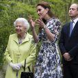 """Kate Middleton, duchesse de Cambridge, a fait découvrir son jardin baptisé """"Back to Nature"""" à la reine Elizabeth II au """"Chelsea Flower Show 2019"""" à Londres, le 20 mai 2019."""