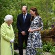 """Kate Middleton, duchesse de Cambridge, a fait visiter son jardin baptisé """"Back to Nature"""" à la reine Elizabeth II au """"Chelsea Flower Show 2019"""" à Londres, le 20 mai 2019."""