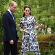 """Kate Middleton, duchesse de Cambridge, en robe Erdem, avec son mari le prince William dans son jardin baptisé """"Back to Nature"""" au """"Chelsea Flower Show 2019"""" à Londres, le 20 mai 2019."""