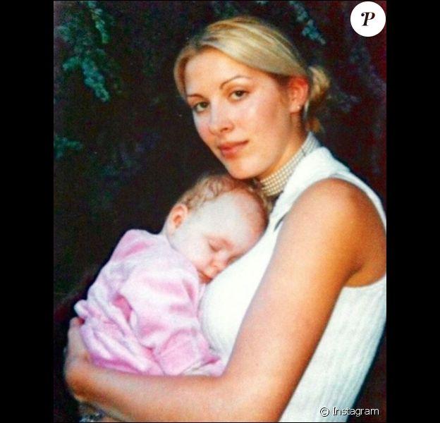 Loana et sa fille Mindy bébé, un cliché dévoilé le 27 mai 2019 sur Instagram.