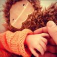 Laurent Ournac tient la main de son fils Léon, photo Instagram datant du 7 avril 2019