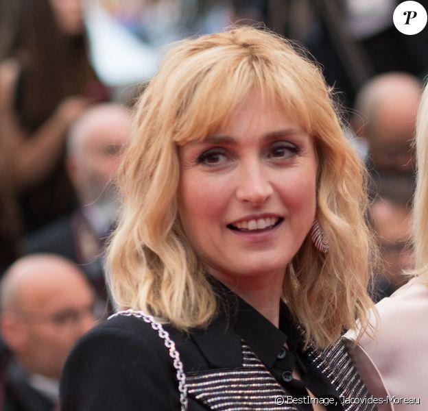 """Julie Gayet - Montée des marches du film """"Les plus belles années d'une vie"""" lors du 72ème Festival International du Film de Cannes. Le 18 mai 2019 © Jacovides-Moreau / Bestimage"""