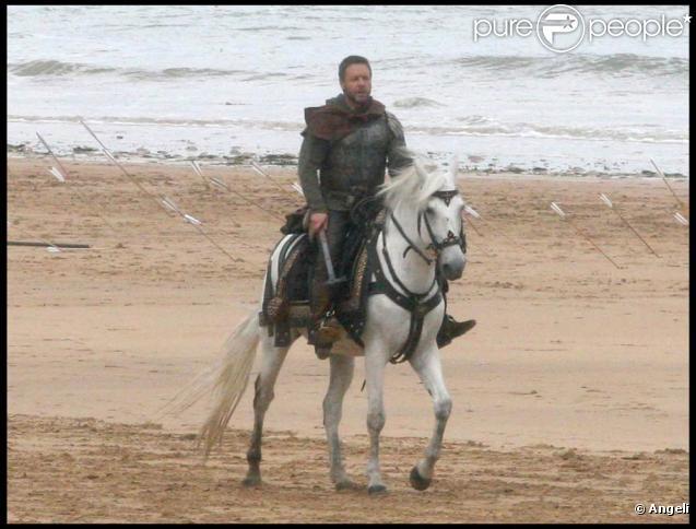 """Russell Crowe sur le tournage du nouveau """"Robin des Bois"""", mis en scène par Ridley Scott, en Angleterre, le 17 juin 2009 !"""