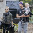 Fergie et son mari Josh Duhamel emmènent leur fils Axl s'amuser au parc à Brentwood, le 14 janvier 2016.