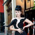 """Viktoria Modesta à la premiére du spectacle """"Bionic Showgirl"""" au Crazy Horse à Paris le 3 juin 2019. © Veeren/Bestimage"""