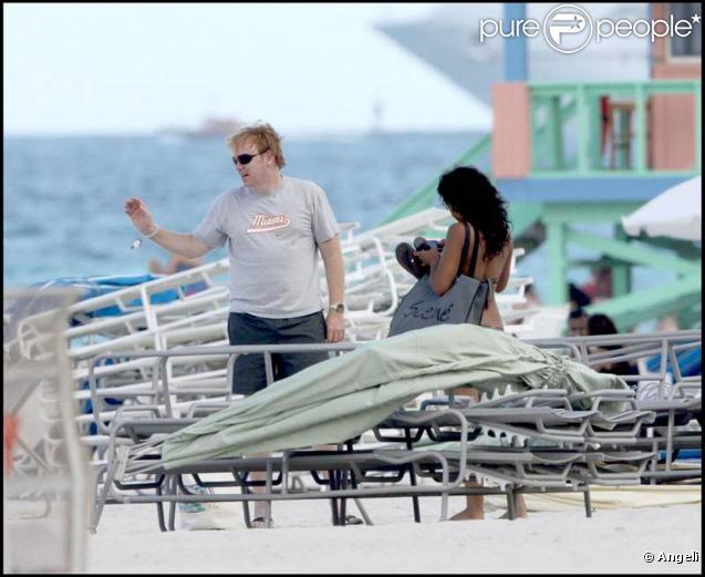 David Caruso et son amie Amina Tyrone sur une plage de Miami : un bonheur radieux