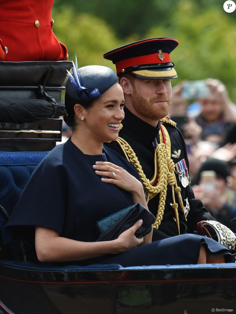 Meghan Markle, duchesse de Sussex, portait pour la première fois en public une bague d'éternité offerte par le prince Harry pour leur premier anniversaire de mariage, lors de la parade Trooping the Colour 2019 au palais de Buckingham, à Londres, le 8 juin 2019.