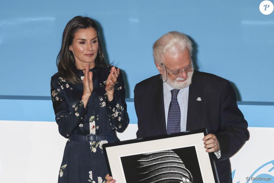 La reine Letizia d'Espagne (en robe Massimo Dutti) lors de la cérémonie de remise des Prix du comité espagnol de l'UNICEF 2019 le 11 juin 2019 au siège du Conseil supérieur de la recherche scientifique à Madrid.