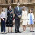 La reine Letizia d'Espagne portait une robe Massimo Dutti pour la messe de Pâques à la cathédrale de Palma de Majorque le 21 avril 2019