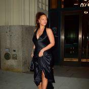 Rihanna irrésistible en satin : Elle dévoile son large décolleté