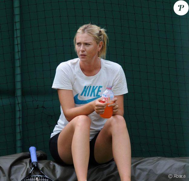 Maria Sharapova s'entraîne à la veille du début de Wimbledon