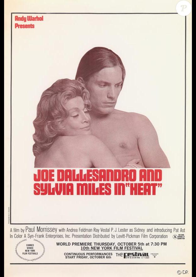 """Sylvia Miles dans les bras de Joe Dallesandro dans """"Heat"""" de Paul Morrissey, produit par Andy Warhol, en 1972."""