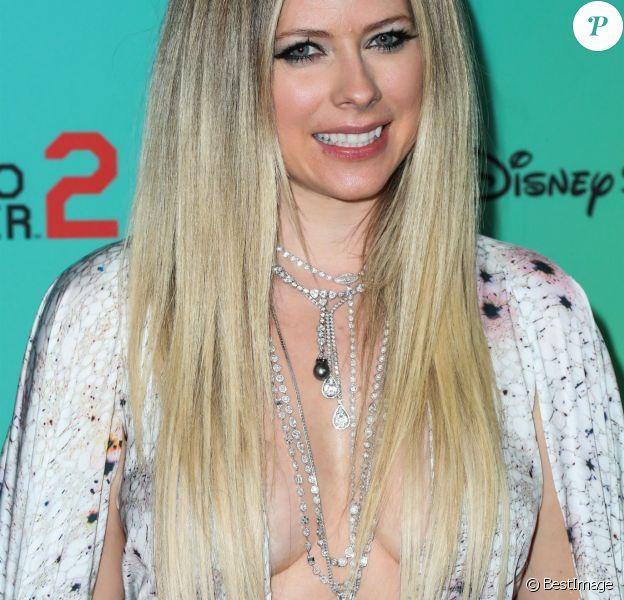 """Avril Lavigne au photocall des """"2019 Radio Disney Music Awards"""" à Los Angeles, le 16 juin 2019."""