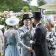 Kate Middleton, duchesse de Cambridge (en robe Elie Saab), et le prince William retrouvant Mike Tindall et Zara Phillips au Royal Ascot le 18 juin 2019.