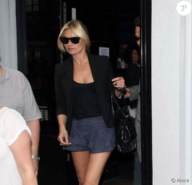 Kate Moss fait du shopping à Londres. 22/06/09