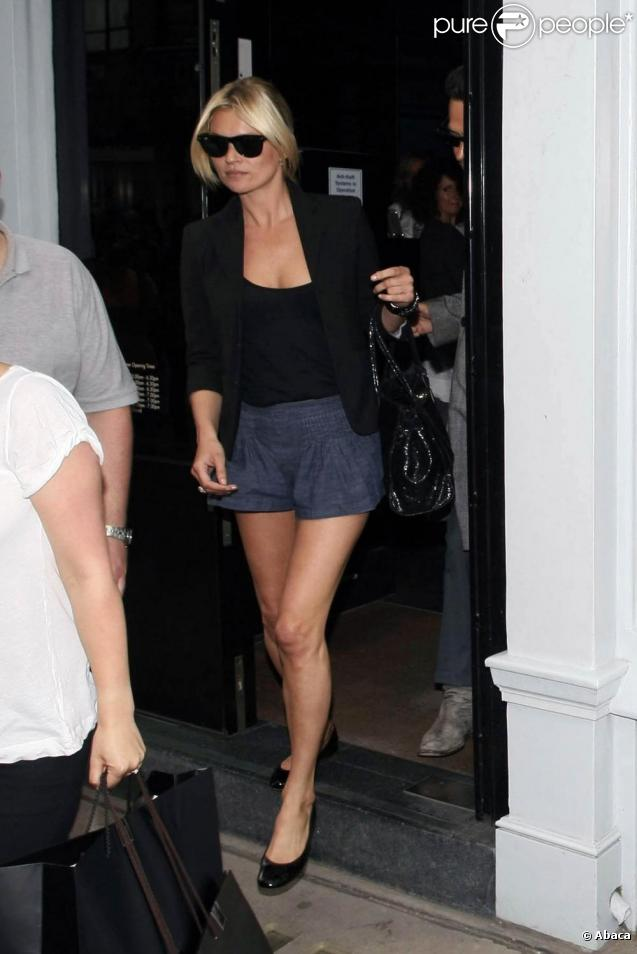Kate Moss fait du shopping à Londres. 22/06/09